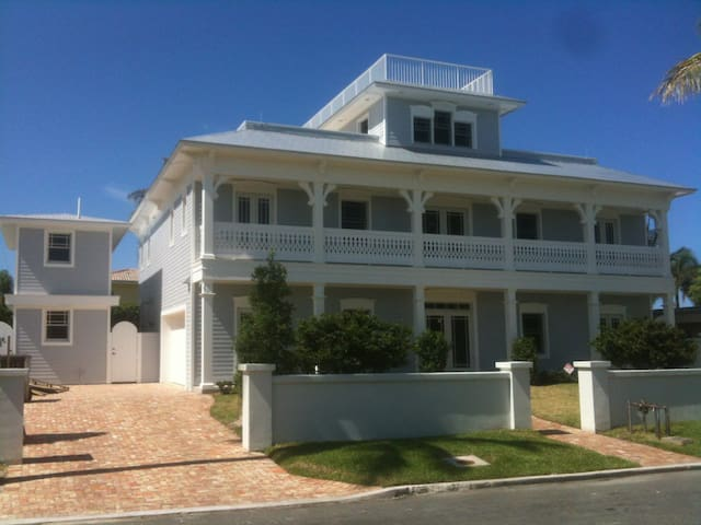 Cozy Coastal Cottage - Amazing Location!!! - West Palm Beach - House