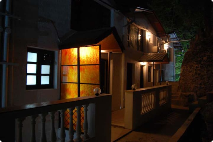 Ann's Cottage by the Lakeside - Nainital