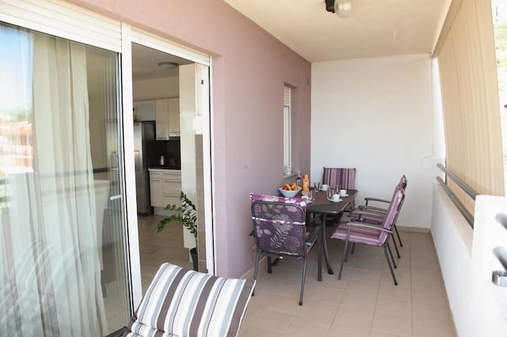 Apartment Toma - Comfort Two-Bedroom Apartment with Terrace and Sea View