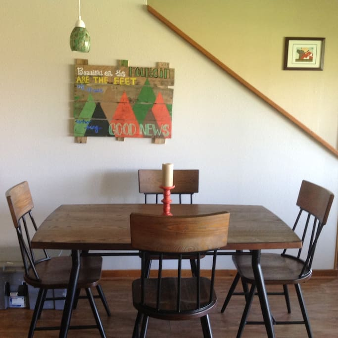 Kitchen table - has extra seating can seat 6-7