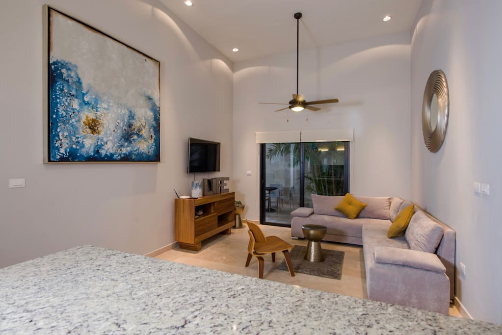 Amazing 1 bedroom with private pool close to 5th for Meuble tv quintana