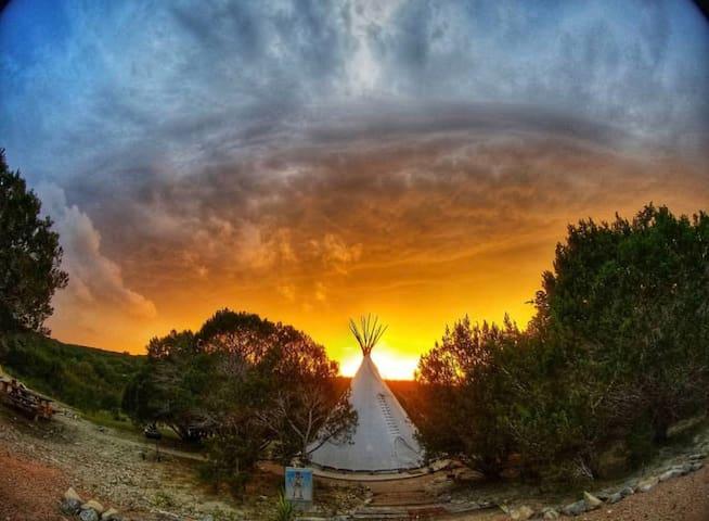 El Apache Tipi | OESTE