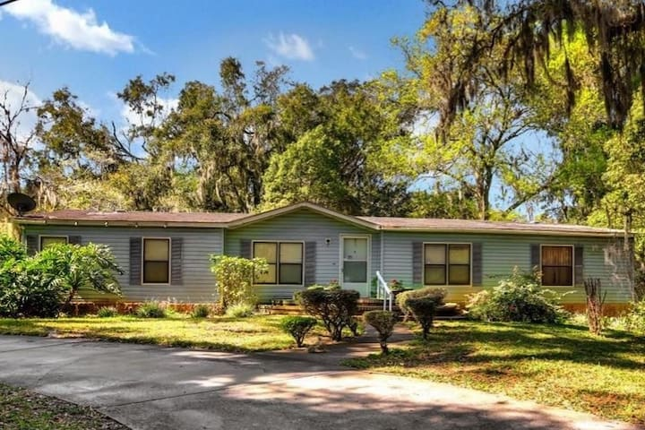 Great Home in Secluded Area in Jacksonville