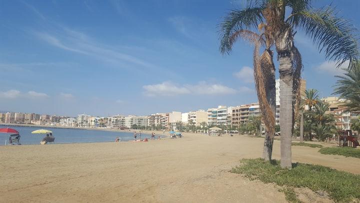 LECORON Muy centrico, vistas a playa y castillo