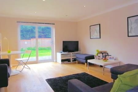 Whole 3 Bed Det in Guildford,quiet and comfortable - Guildford - Haus