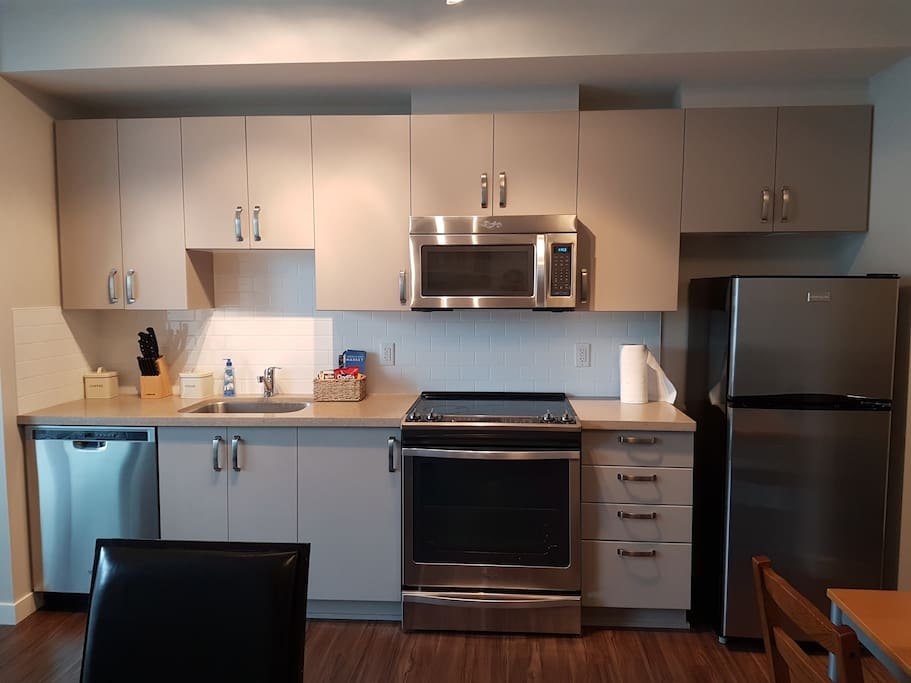 Functional 5 piece kitchen with everything you need to cook a meal!