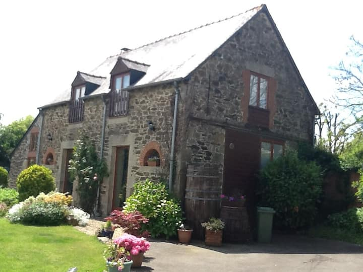 Converted Barn with heated pool and jacuzzi