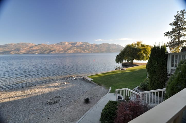 Cozy condo feet from the water! - West Kelowna - Appartement
