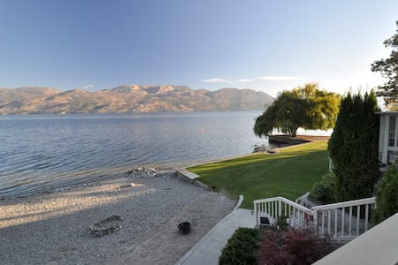 Cozy condo feet from the water! - West Kelowna
