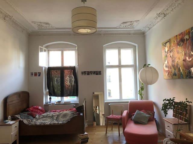Zimmer in traumhafter 3-Zimmer-Altbau-Wohnung
