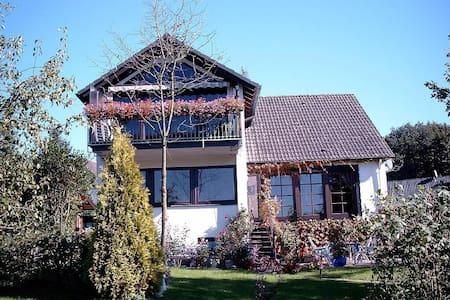 Großräumige Mansardenwohnung - Meinerzhagen - 独立屋