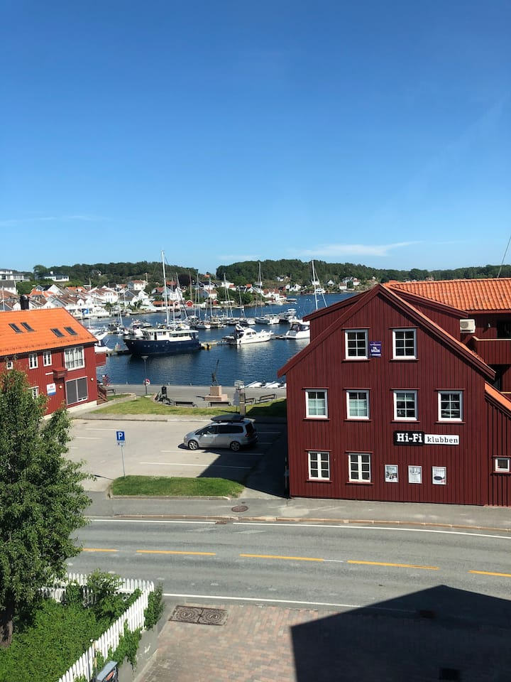 Cozy apartment in Grimstad centre (SEA VIEW)
