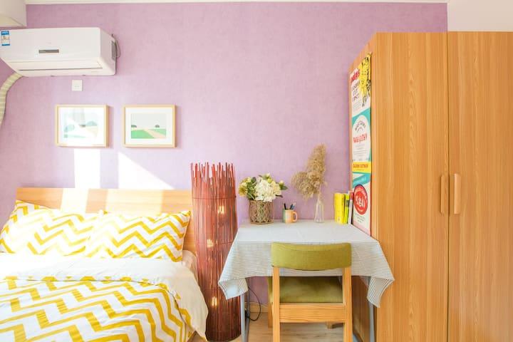 国贸CBD炒鸡温馨阳光充沛卧室