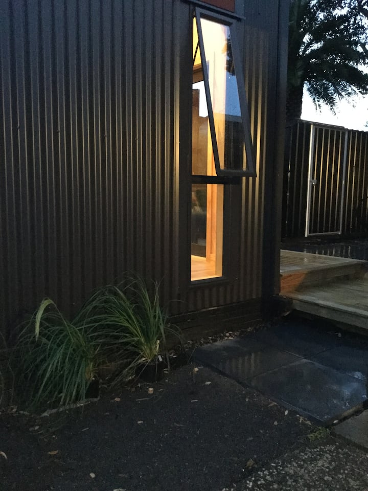 The Black Hut | Private sleep-out |