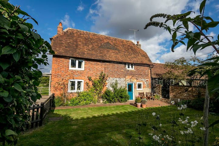 Delightful Grade II Listed Farm Cottage - Kent