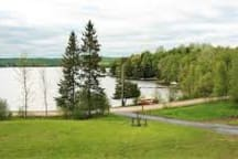 Private Rm/Bath, Lake house, share common areas