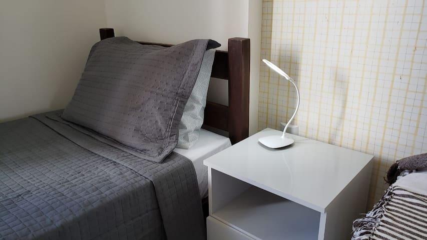 Quarto exclusivo em amplo apartamento no Imbuí