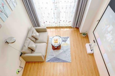 【天鹅湖】地铁口|100吋私家影院 大气loft公寓|红谷滩|秋水广场绿地双子塔|万达广场|滕王阁