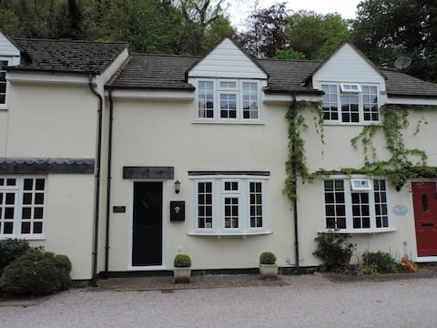 2 bed cottage. Spectacular river & forest views!