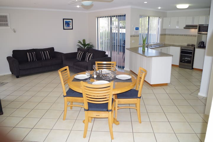 1 Bedroom villa with free WiFi, Foxtel and pool - Kalbarri - Villa