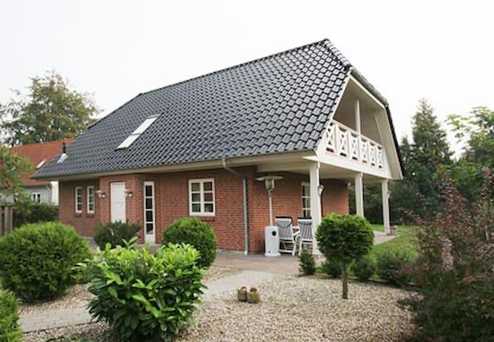 Beach house - near to train to Copenhagen.
