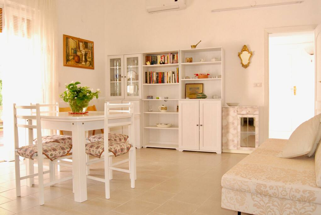 Bright and Airy living room - Soggiorno luminoso e ventilato