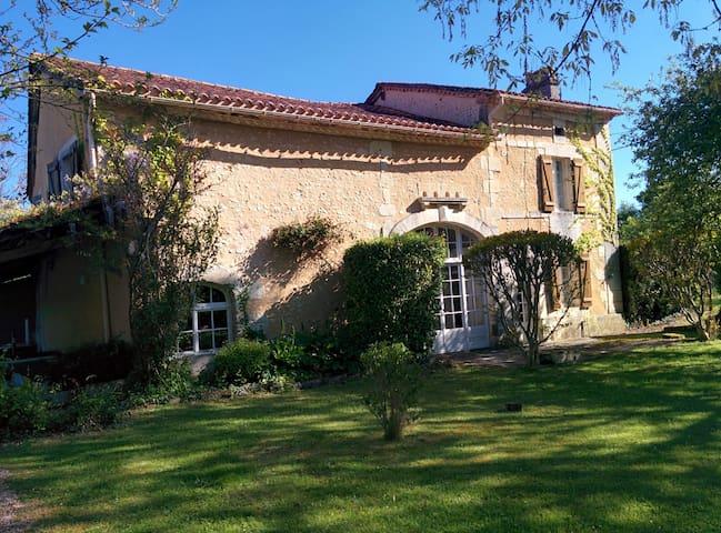 Maison Mûrier - Petit-Bersac - Casa