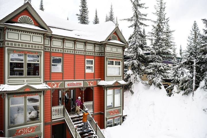 Right On Skiway SilverStar 3 Bed + Private Hot Tub