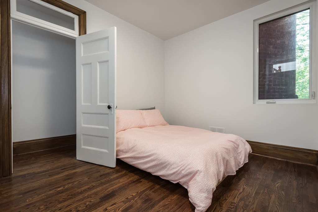 Your room measures approximately 14' x 10' (4.2m x 3m)