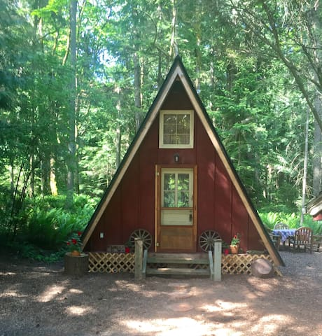 Private Redmond Cottage in the Woods
