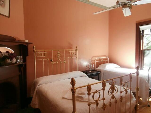 Allan Court Gardens B&B - Millicent - Wangaratta - Bed & Breakfast