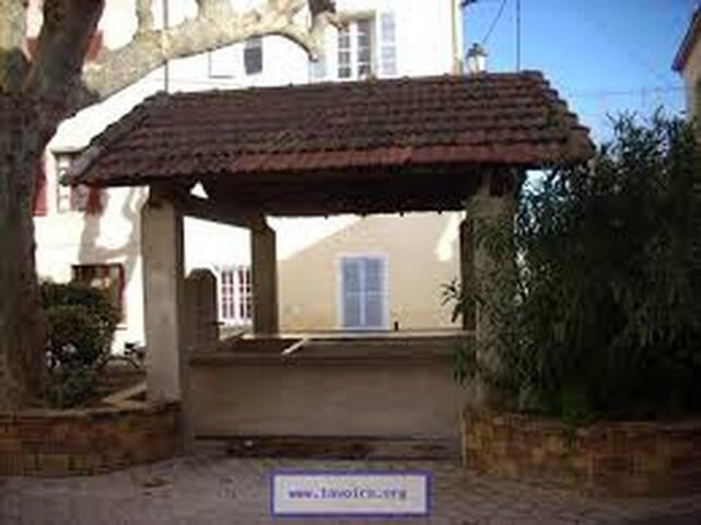 Duplex dans maison de village