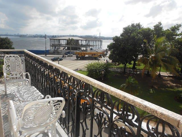 Havana Harbor. Room 1 - La Habana - Hus