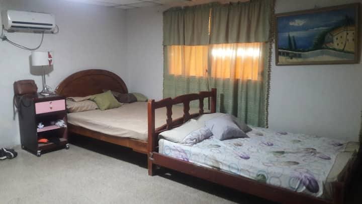 Recamara privada con 3 camas dobles y baño privado