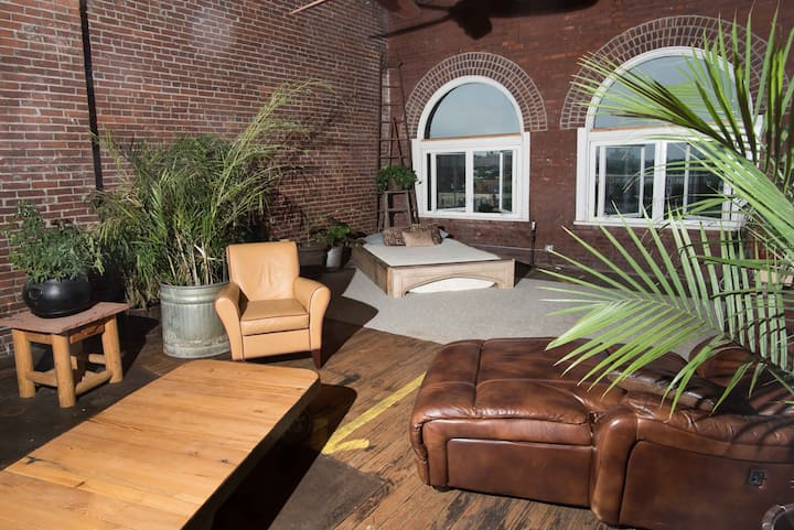 STL Downtown Warehouse Retreat -BEST STL LOCATION!