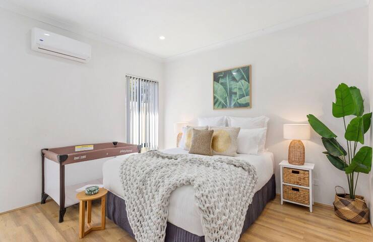 Perth Hills BRANDNEW+4X2+Home+WIFI+NEAR+HOSPITAL