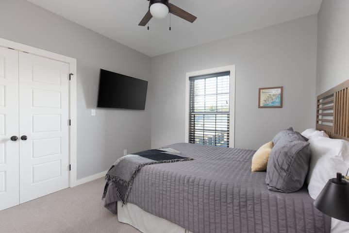 2nd Bedroom with Queen bed.
