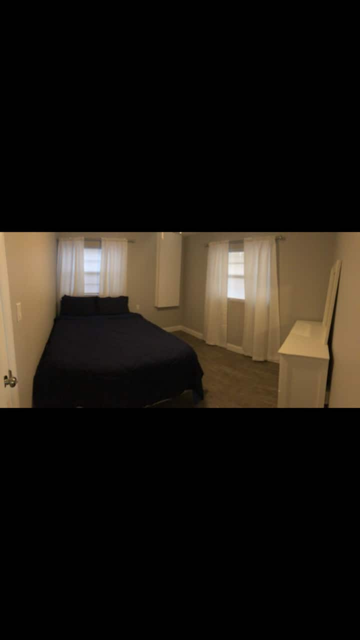 Cozy newly built one bedroom apt/Private entrance.