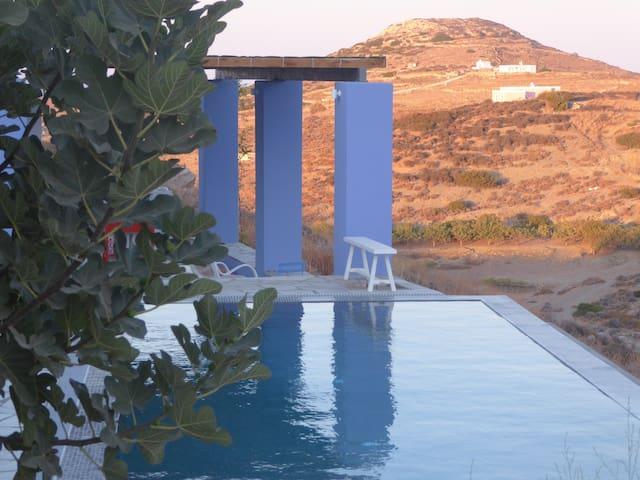 BALCONY, ile de SYROS, petite maison, vue piscine