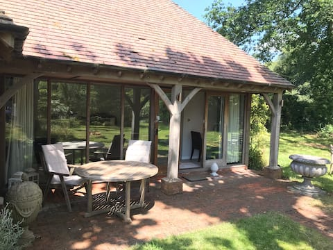 Peaceful Surrey Hills garden room