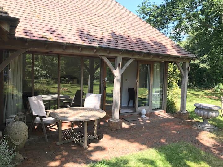 Peaceful Surrey Hills garden room