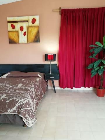 Cómoda y amplia habitación privada, para viajeros