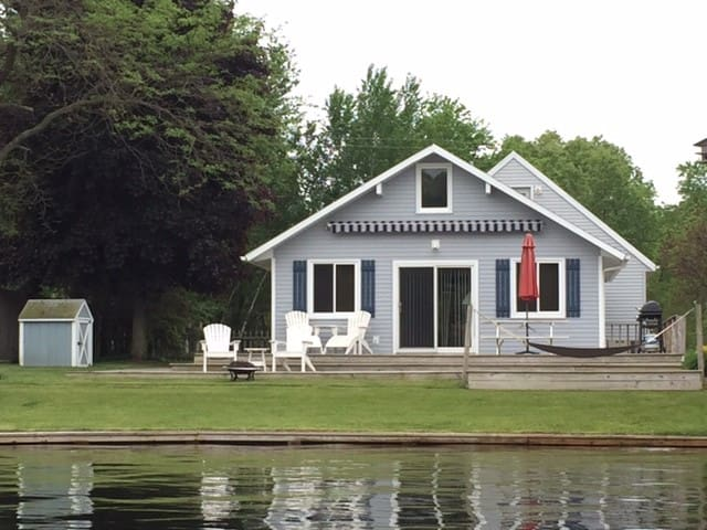 Cute Lakefront Family Cottage - Howard City - House