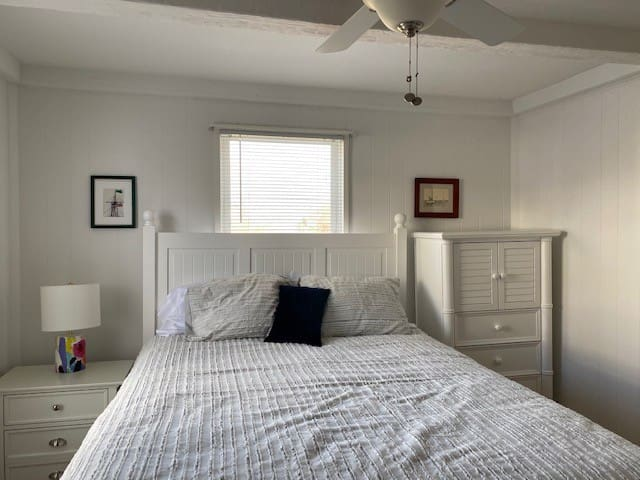 Come home after a long day at the beach to a comfortable queen size bed, high quality sheets and pillows with a view of the backyard.