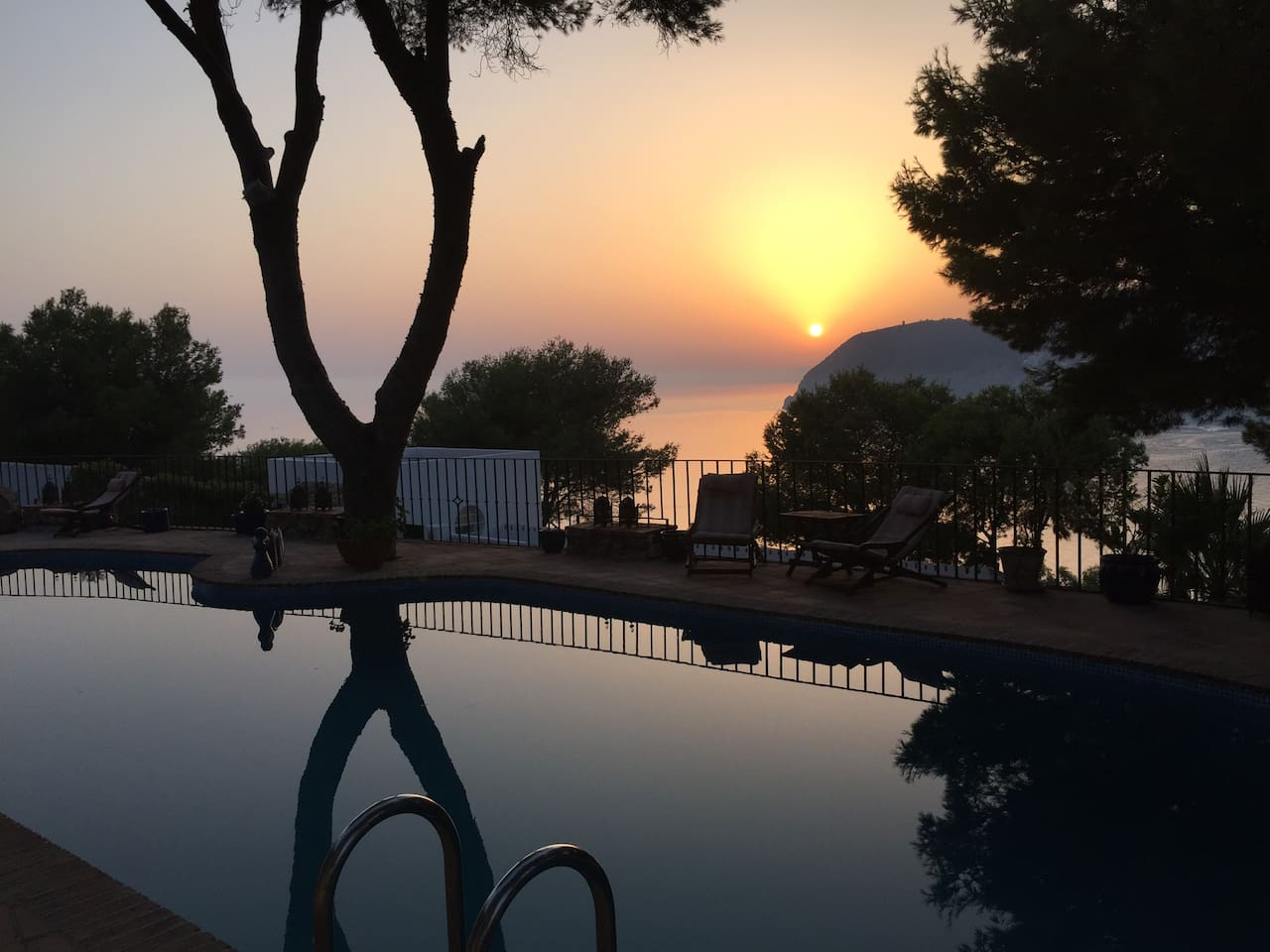 LaXana - Beautiful sunset from the pool area