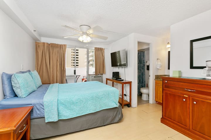 Legal stay- 702A   AQUA BLUE GEM in Waikiki!!