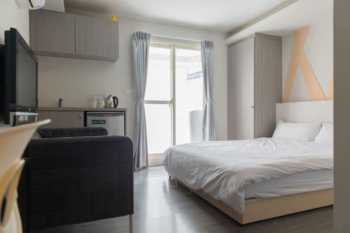 [Zhongshan Station] Room A 10min + cozy + center