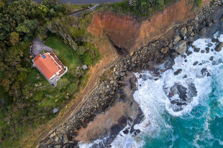 Sirocco - Terrigal's Original Seaside Villa
