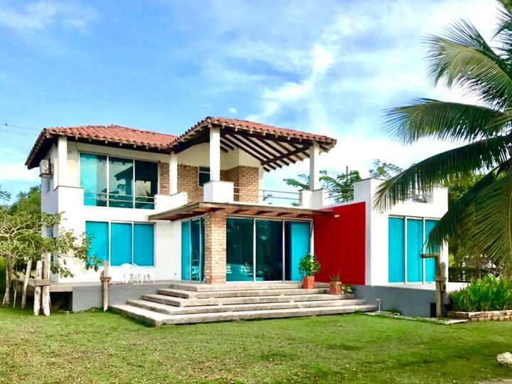 Hermosa Casa en Tolu