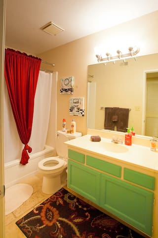 2nd bathroom in hallway